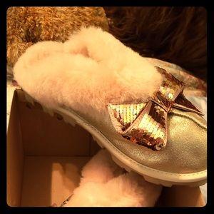 dbae3b119da Women Genuine Ugg Slippers on Poshmark